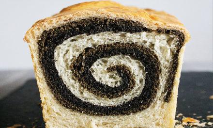 Kruh s brašnima od crnog kima i konoplje